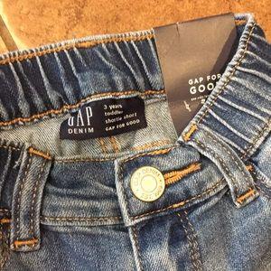 GAP Bottoms - NWT embroidered GAP shorts